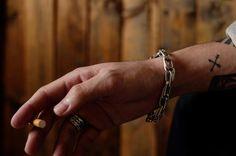 1970年代のダブルチェーンブレスレット。これ、あまり見かけないユニークなデザインなんです。  #vintageaccessories #accessory #silver #bracelet #chainbracelet #1970s #jewely #ヴィンテージアクセサリー #アクセサリー #シルバー #ブレスレット #チェーンブレスレット #ダブルチェーン #ジュエリー #1970年代