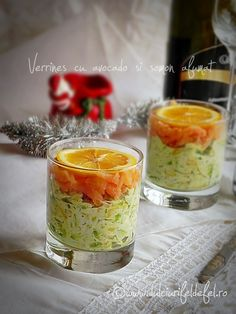 Verrines cu avocado si somon Dessert Drinks, Desserts, Romanian Food, Party Platters, Yummy Appetizers, Avocado, Vegetables, Cooking, Tailgate Desserts