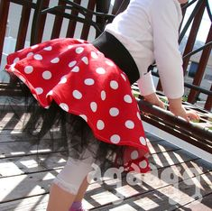 Forget making this for kids, I want it! DIY Minnie Mouse skirt.