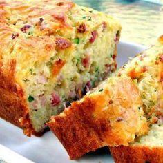 Bacon and Cheddar Zucchini Bread Bread Recipes, Cake Recipes, Dessert Recipes, Cooking Recipes, Cake Sale Thermomix, Zucchini Loaf, Good Food, Yummy Food, Healthy Breakfast Recipes
