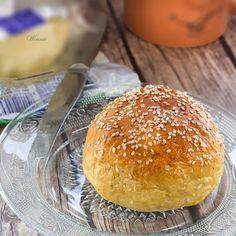 Soft, rich and sweet Pumpkin-Cinnamon Rolls (Recipe in Hebrew, translator on site) Healthy Food Blogs, Good Healthy Recipes, Unique Recipes, Healthy Eating, Pumpkin Cinnamon Rolls, New Cooking, Dinner Is Served, Pumpkin Recipes, Bread Baking
