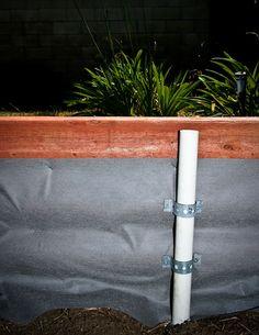 Support en PVC inclus dans le potager pour y placer l & # armature d & # une ser
