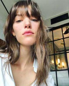 20 preuves que Charlotte Cardin est carrément parfaite Charlotte Cardin, French Hair, French Style, Locks, Bangs, Hair Makeup, Skin Care, Lady, Celebrities