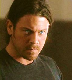 COACH BREWER.. from #Leverage .. ..This is #ChristianKane... actor ..singer.. songwriter..stuntman.. cook! Christian Kane, Chris Kane, Secondhand Lions, Into The West, Young Celebrities, Beautiful Blue Eyes, Many Faces, Ex Husbands, Country Boys