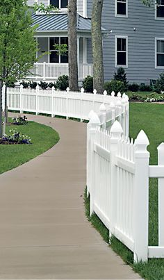 Classic Picket Fence curved around a sidwalk Vinyl Picket Fence, Vinyl Railing, Outdoor Spaces, Outdoor Decor, Fences, Deck, House Design, Classic, Home