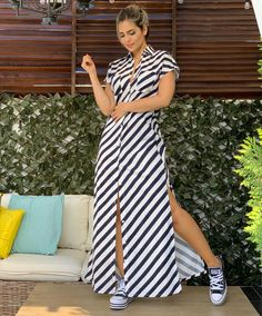 La imagen puede contener: una persona, de pie y rayas Little Dresses, Pretty Dresses, Dress Outfits, Fashion Outfits, Womens Fashion, Latest African Fashion Dresses, Blue Bridesmaid Dresses, Kawaii Fashion, Look Chic
