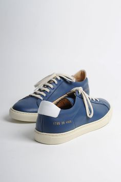 COMMON PROJECTS Original Achilles Vintage Navy Low Top. Navy round toe leather sneakers with white heel tab, leather lining, signature golden serial number stamp at heel and white rubber sole. 100% Leather upper, rubber sole. Made in Italy. Please note that C.P runs big in the sizes so we recommend you to go down one size.