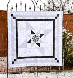 Sparkle – Winter Storm Quilt + FREE Pattern! – Riley Blake Designs Quilt Patterns Free, Free Pattern, Quilting Projects, Sewing Projects, Quilt Border, Winter Storm, Christmas Sewing, Time To Celebrate, Holiday Festival