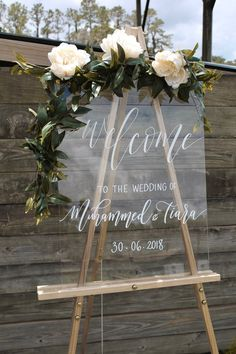 Acrylic Wedding Sign, Wedding Welcome Sign with Personalized Names & Date, Modern Vintage Weddings, Lucite Signs Wedding Decor ideas for Extra Special Touch Wedding Table, Rustic Wedding, Wedding Ceremony, Wedding Signing Table, Taco Bar Wedding, Small Wedding Receptions, Elegant Wedding Favors, Indoor Ceremony, Tamil Wedding