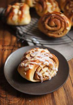 여름은 따뜻해서 발효가 잘 되어 빵 만들기 참 좋은 계절이랍니다. 그래서 오랜만에 빵을 만들어 ... Bread Shaping, Bread Rolls, Pancakes, Baking, Breakfast, Desserts, Food, Breads, Korea