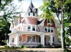 Victorian Bed and Breakfast - Indiana Real Estate Victorian Bed, Victorian Homes, Beautiful Buildings, Beautiful Homes, House Beautiful, Old House Dreams, Formal Living Rooms, Common Area, Construction