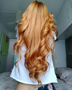 I love beautiful hair colors . This golden honey blonde beauty is definitely a goal . Long Red Hair, Super Long Hair, Wavy Hair, Dyed Hair, 4c Hair, Permed Hairstyles, Pretty Hairstyles, Drawing Hairstyles, Saree Hairstyles