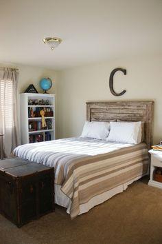 cabecero de cama hecho con pallet de madera