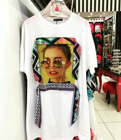 Painted Denim Jacket, Painted Jeans, My T Shirt, Tee Shirts, Dress Makeover, Fashion Books, Blouse Styles, Shirts For Girls, Printed Shirts