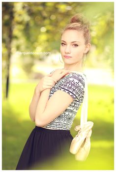 senior pic, ballet, pointe shoes, ballet slippers, dance, Marquel photography