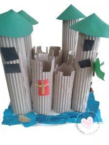 Thema ridders en kastelen: kasteel knutselen.  Met wc rolletjes en ribkarton bouwen de kinderen een kasteel. Met vouwblaadjes maken ze de torens.