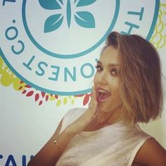 Jessica Alba debuts her short new haircut.