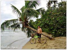 """Costa Rica, Puerto Viejo y el Mar por @Periodistas Viajeros:  """"...agarramos las bicicletas y el equipo de snorkel (con el alquiler del cuarto están incluidos) y nos ponemos en marcha. Andamos por senderos exquisitos en donde la vegetación manda, desde lo alto de las palmeras los trinos de los pájaros se entremezclan con los gritos de los monos. El poder ingresar a las playas libremente sin que las grandes cadenas de hoteles se hayan quedado con todo, es una de las cosas que más disfrutamos"""""""