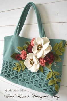 tutorial for the particular sewing method on the lower part of the bag