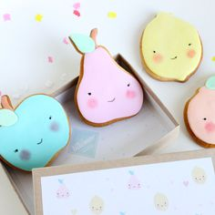 Pretty pastel fruit cookie faces favors placed in a box with pretty tissue - Kawaii Fruit Cookies, Galletas Cookies, Iced Cookies, Biscuit Cookies, Royal Icing Cookies, Sugar Cookies, Flower Cookies, Kawaii Cookies, Cute Cookies