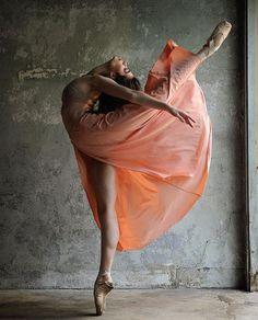 Photography by Steve Vaccariello Ballerina is Brittany Cavaco Ballet Art, Ballet Dancers, Ballet Painting, Anna Pavlova, Dance Movement, Ballet Photography, Movement Photography, Dance Poses, Ballet Beautiful