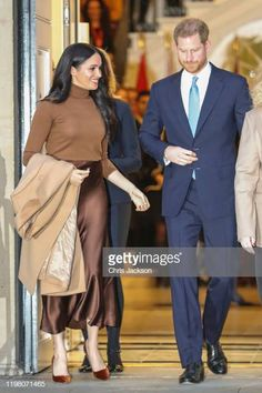 Meghan, Duchess of Sussex and Prince Harry, Duke of Sussex depart Canada House on January 2020 in London, England. Chic Outfits, Fall Outfits, Meghan Markle Style, Royal Weddings, Prince Harry And Meghan, British Monarchy, Duke And Duchess, British Royals, Movie Stars