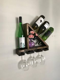 Which Wines Should Be Chilled Wine Bottle Display, Wine Rack Wall, Wine Glass Holder, Wood Shop Projects, Diy Pallet Projects, Woodworking Projects Diy, Unique Wine Racks, Rustic Wine Racks, Bricolage