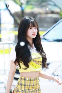 Oh my girl Kpop Girl Groups, Korean Girl Groups, Kpop Girls, Girls Channel, Oh My Girl Yooa, Kpop Girl Bands, Girls Twitter, Soyeon, Kpop Fashion