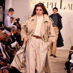 Cindy Crawford Ralph Lauren runway 1991 -- 26 year old fashion, but still in style. 80s Fashion, Look Fashion, Runway Fashion, Vintage Fashion, Womens Fashion, Fashion Design, Vintage Clothing, Club Fashion, Luxury Clothing