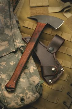 Daniel Winkler Axe ~ I've 'truly LUSTED' after the TomaHawks made by this MASTER - eps. the one's w/ the cool double-pouted tops. Bushcraft, Knives And Tools, Knives And Swords, Beil, Man Up, Survival Tools, Wilderness Survival, Custom Knives, Knife Making