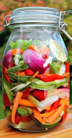 De her grøntsager smager helt fantastisk godt til asiatiske Veggie Recipes, Great Recipes, Healthy Recipes, Waldorf Salat, Food Crush, Fruit And Veg, Everyday Food, Kimchi, I Love Food