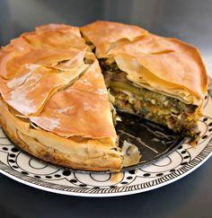 κιμαδόπιτα με λαχανικά και σάλτσα μασκαρπόνε - Pandespani.com Spanakopita, Greek Recipes, Pie, Ethnic Recipes, Food, Traditional, Mascarpone, Torte, Tart