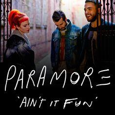 """La banda de rock alternativo liderada por Hayley Williams llega en esta ocasión a la cuarta posición con una excelente canción llamada """"Ain't It Fun"""" incluida en su cuarto disco de estudio titulado """"Paramore"""" que fue estrenado el 9 de abril de 2013."""