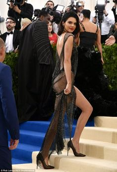 Kendall jenner robe sexy met gala 2017