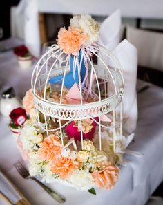 Birdcage as a wedding gift. The paper-doves inside carry some money :) Bird Cage, Wedding Gifts, Money, Table Decorations, Paper, Wedding Bird Cages, Nice Asses, Wedding Thank You Gifts, Wedding Favors