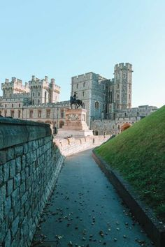 An Afternoon In Windsor Castle. (Plus, 10 Things To Know Before You Visit Windsor Castle). Cool Places To Visit, Great Places, Arlington Row, Northumberland Coast, Arundel Castle, Places In England, Jurassic Coast, Excursion, Surf