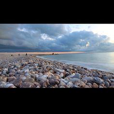 Plage du Havre et ses galets - ©sandra_c_photos. http://www.fasthotel.com/haute-normandie/hotel-le-havre