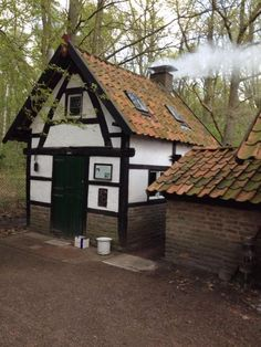 Nonke Buusjke, Schinveld, Zuid-Limburg. Cottage Homes, Beams, Netherlands, New Homes, Cabin, House Styles, Cottages, Places, Scenery