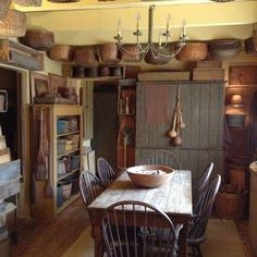 primitive homes for sale Primitive Homes, Primitive Dining Rooms, Farmhouse Dining Room Table, Country Dining Rooms, Primitive Furniture, Rustic Kitchen, Country Primitive, Rustic Farmhouse, Dinning Set