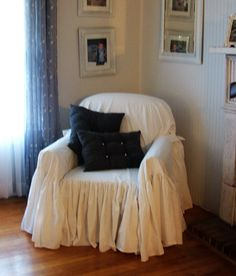5 Inspired Tips AND Tricks: Shabby Chic Chairs Work Spaces shabby chic living room gold. Shabby Chic Sofa, Shabby Chic Wallpaper, Shabby Chic Apartment, Chic Living Room, Slipcovers For Chairs, Shabby Chic Chairs, Chic Sofa, Shabby Chic Furniture, Shabby Chic Room
