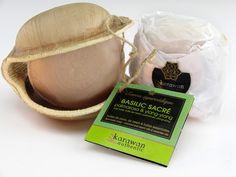 Sapone Ayurveda Tulasi (Basilico sacro) Proprietà: Ammorbidente e antinfiammatorio Composizione: olio di cocco, tulasi (basilico sacro), olio di neem, palmarosa e ylang-ylang.