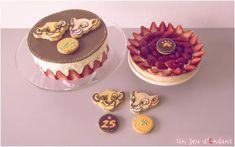 Fraisier et tarte au fraise thème le Roi Lion avec des biscuits décorés - www.un-jeu-d-enfant.fr