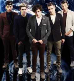 its funny because they're standing on the world...but really...they are my world. One Direction, 1D, Harry Styles, Niall Horan, Liam Payne, Zayn Malik, Louis Tomlinson, Hazza, Harreh, Harold, Nialler, DJ Malik, Lou, Tommo .xx