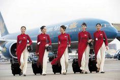 ローコストキャリア(格安航空会社)からその国を代表する航空会社(フラッグ・キャリア)まで、古今東西入り乱れた航空会社40社のスチュワーデス(客室乗務員)の写真です。1. ブリュッセル航空(ベルギー)2. ウィズエ...