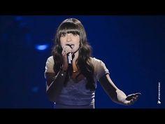 """Bella sings """"Let It Go"""""""
