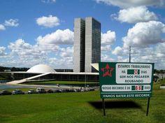 Brasil-Corrupção-2011-Charge-Placa da CIPA do Congressso Nacional-Charge de Ajuricaba