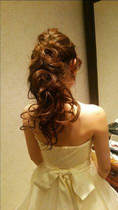 ポニーテールも可愛い\(^o^)/ Wedding Tiara Hairstyles, Dress Hairstyles, Party Hairstyles, Bride Hairstyles, Down Hairstyles, Hair Design For Wedding, Wedding Party Hair, Wedding Hair Flowers, Bridal Hair