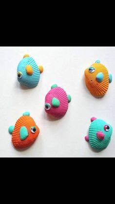 vissen gemaakt van schelpen leuk idee voor een onthaalouder of voor in de kleuterklas.