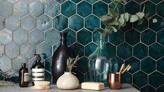 Mosaikhjørnet har over 50 års erfaring inden for fliser, klinker og mosaik. Vi lagerfører over 1000 fliser til badeværelse og køkken - og alt andet.