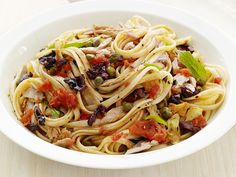 Linguine with Tuna Puttanesca #FNMag #myplate #letsmove #protein #veggies #grains
